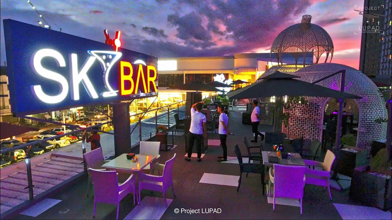 Entertainment in Cagayan de Oro at the Sky Bar Image: Lupad Project